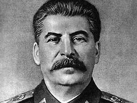 Статую диктатору встановили, щоб створити атмосферу тих часів