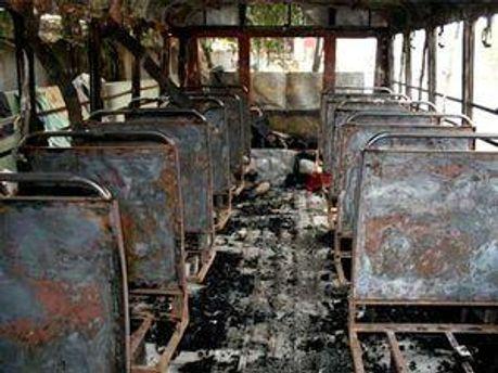 У Пакистані автобус зіткнувся із бензовозом