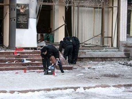 Терористи, які вчинили вибухи ще досі на волі