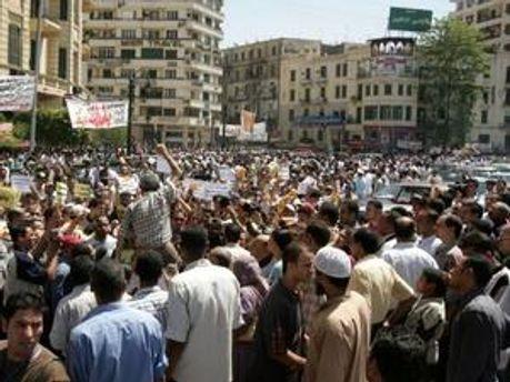 В центрі Каїру не залишилось людей у формі