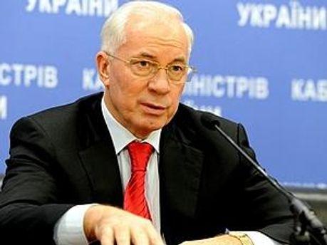 Азаров пообіцяв бібліотеку в Москві
