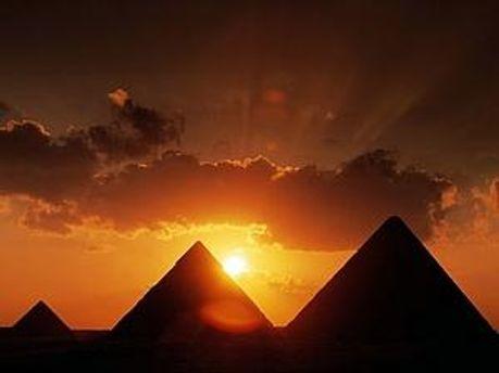 Єгипетські військові охороняють піраміди