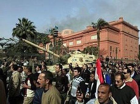Військові і цивільні намагались захистити музей, але кілька мумій таки знищили