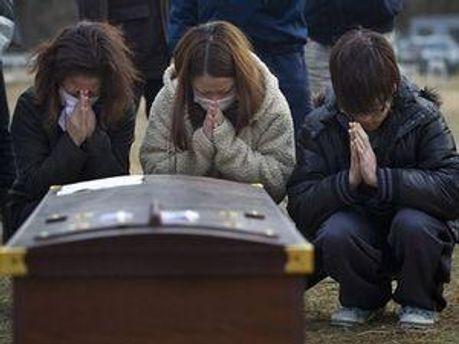 Японський народ ховає тих, хто загинув