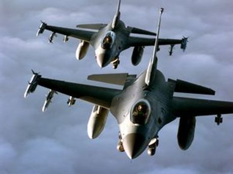 Літаки НАТО бомбардували колону лівійських опозиціонерів