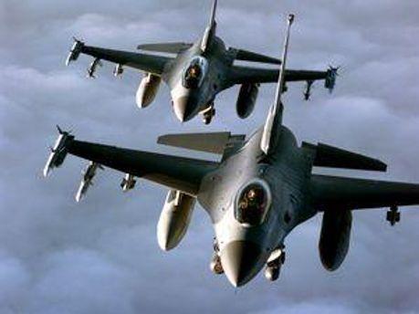 Самолеты НАТО бомбили колонну ливийских оппозиционеров