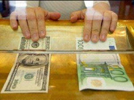 Гривня має зміцнитися щодо далару та євро