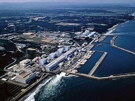 В первый реактор