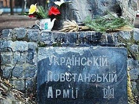 Офицеры СССР требуют демонтировать памятный знак воинам УПА