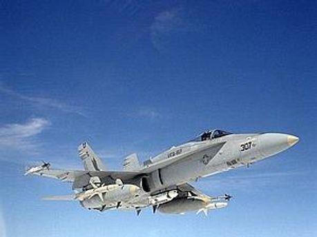 Истребитель-бомбардировщик F/A-18 Hornet