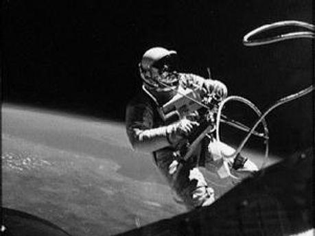 Міноборони передало в Держархів документи про польоти у Космос