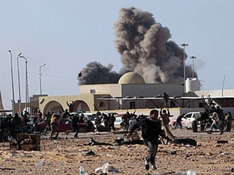 НАТО знову бомбило повстанців
