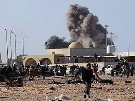 НАТО снова бомбило повстанцев
