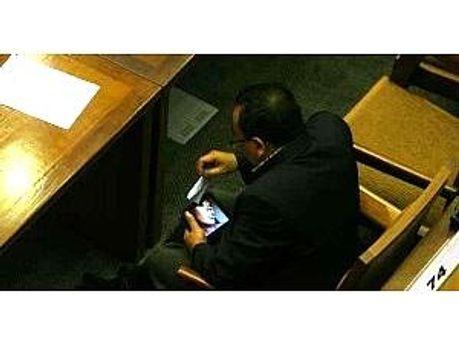 Депутат переглядав порно під час сесії парламенту