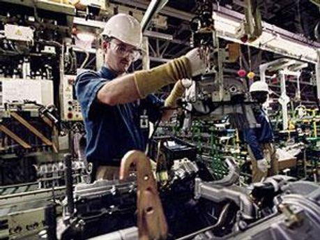 Toyota до травня призупиняє роботу в Європі