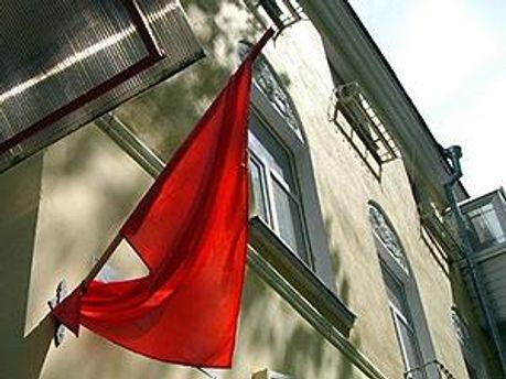 Регіонали за червоні прапори