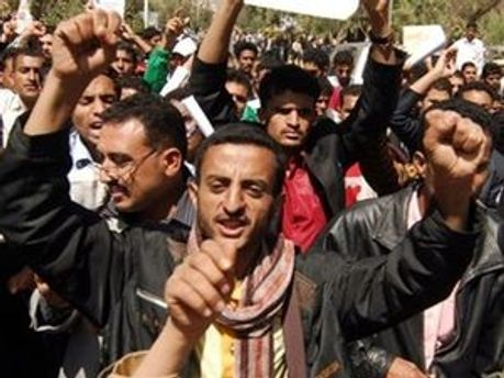 Манифестанты в Йемене
