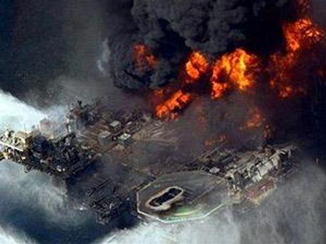 В результате взрыва в воду вылилось 5 млн баррелей нефти