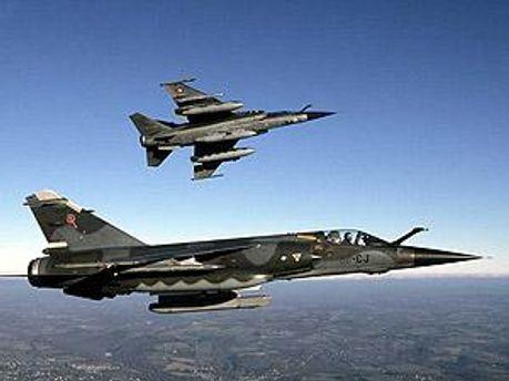 Пилоты попросили власти Мальты дозаправить их истребители