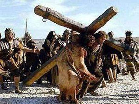 Иисус на себе несет крест