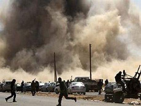Войска штурмуют город с трех сторон