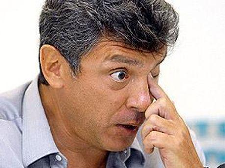 На авто Немцова бросили унитаз