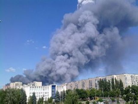 Стовп диму піднявся на 200 метрів заввишки