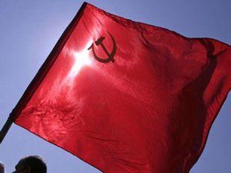 Конституційний суд заборонить червоні прапори