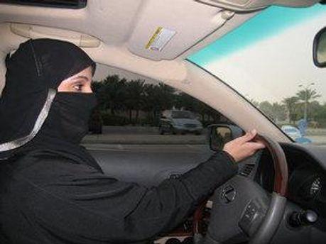 У Саудівській Аравії жінки хочуть водити авто