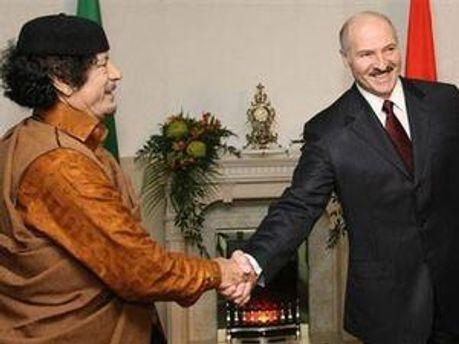 Муамар Каддафі та Олександр Лукашенко