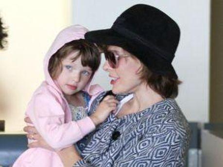Мила Йовович с дочерью-красавицей