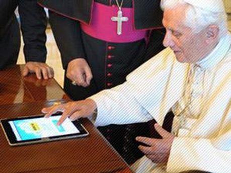 Папа Римский Бенедикт XVI пишет в Twitter через iPad