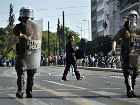 В Греции возобновили столкновения
