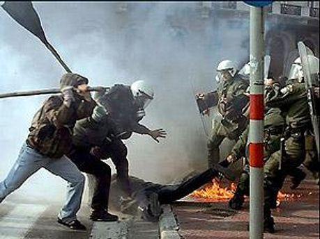 В Греции протестуют против сокращения госрасходов