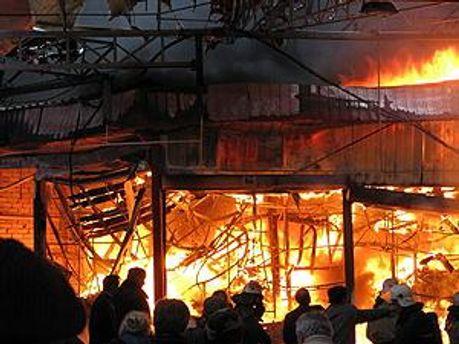 Пожар охватил 700 квадратных метров