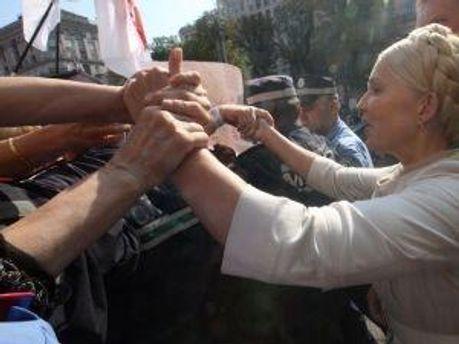 Юлия Тимошенко возле суда