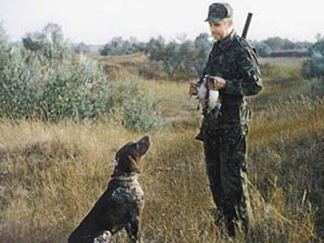 Азаров разрешил охотникам охотиться