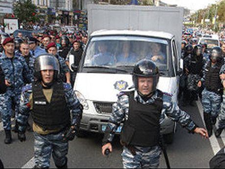 Автозак, ймовірно, повіз Тимошенко