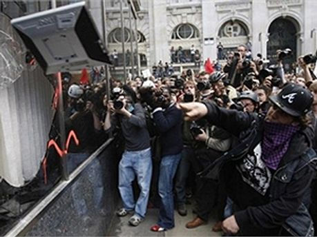 В Лондоне продолжаются массовые беспорядки