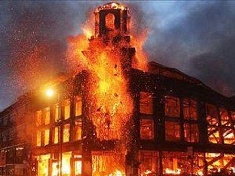 Поджоги и грабежи в Лондоне не прекращаются