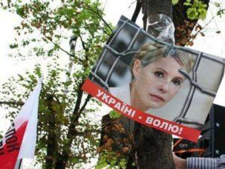 За Тимошенко приобщают автовладельцев