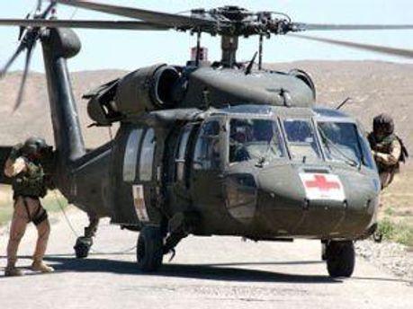 Медицинский вертолет на базе в городе Гардез