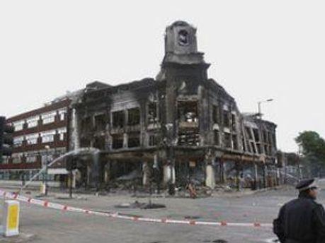 Здание после поджога в Лондоне