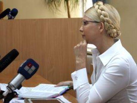 Юлия Тимошенко слушает материалы дела