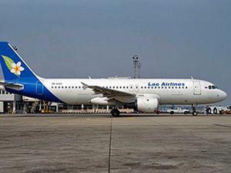 "Самолет компании ""Lao Airlines"""