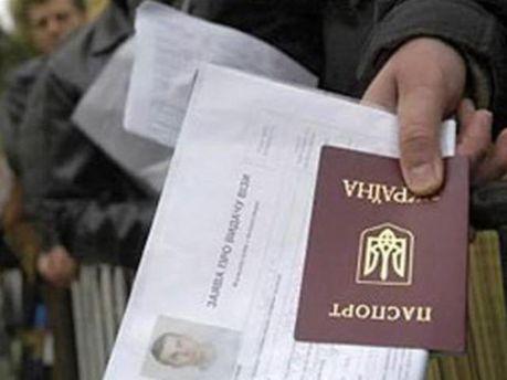 Тепер і діти заробітчан збираються за кордон