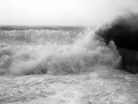 Підліток пішов купатись в шторм