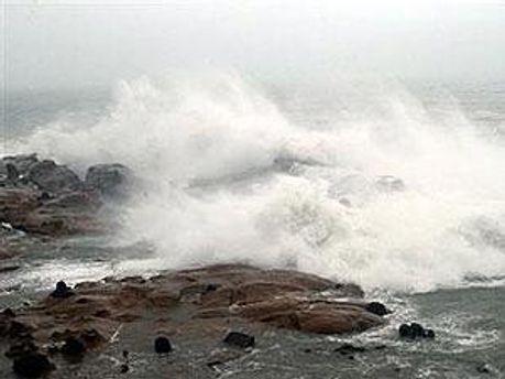 Ураган ослабел до уровня шторма