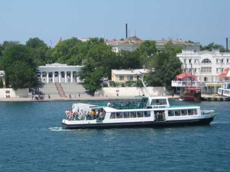 Старые катера Севастополя заменят на новые в 2012 году