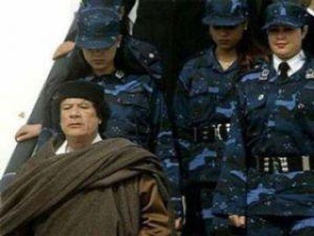 Жінок-охоронців Каддафі ґвалтували